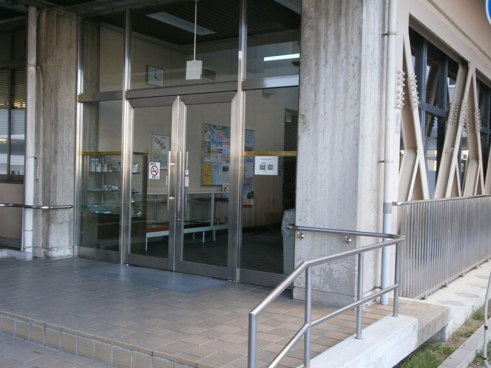 枚方市役所東玄関の画像