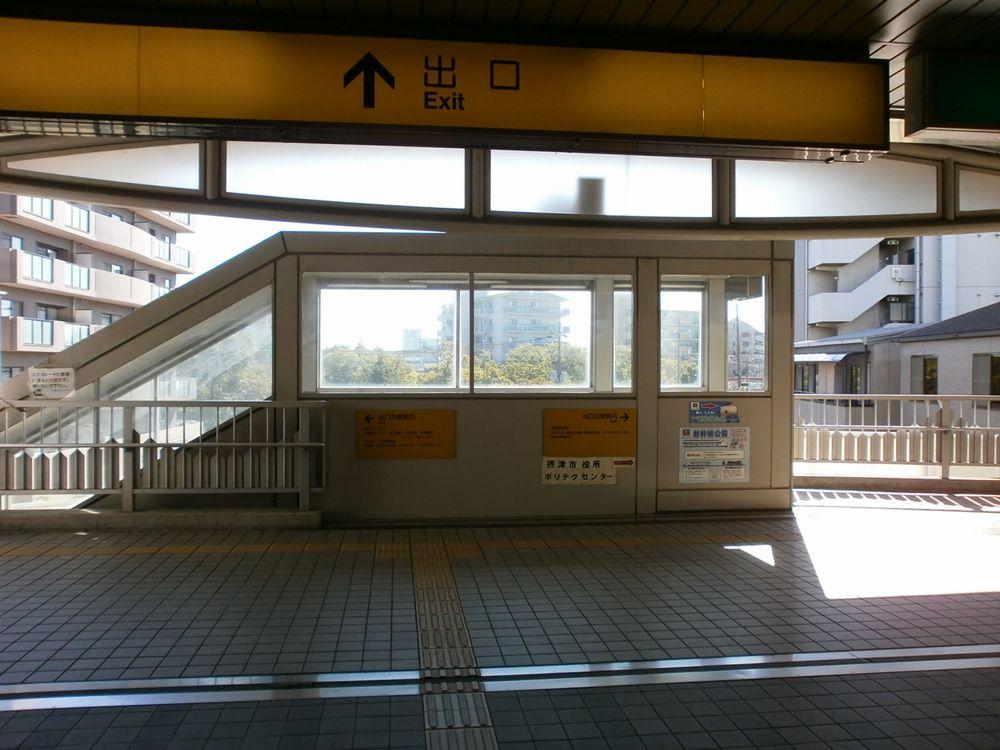 大阪モノレール摂津駅改札出口の画像