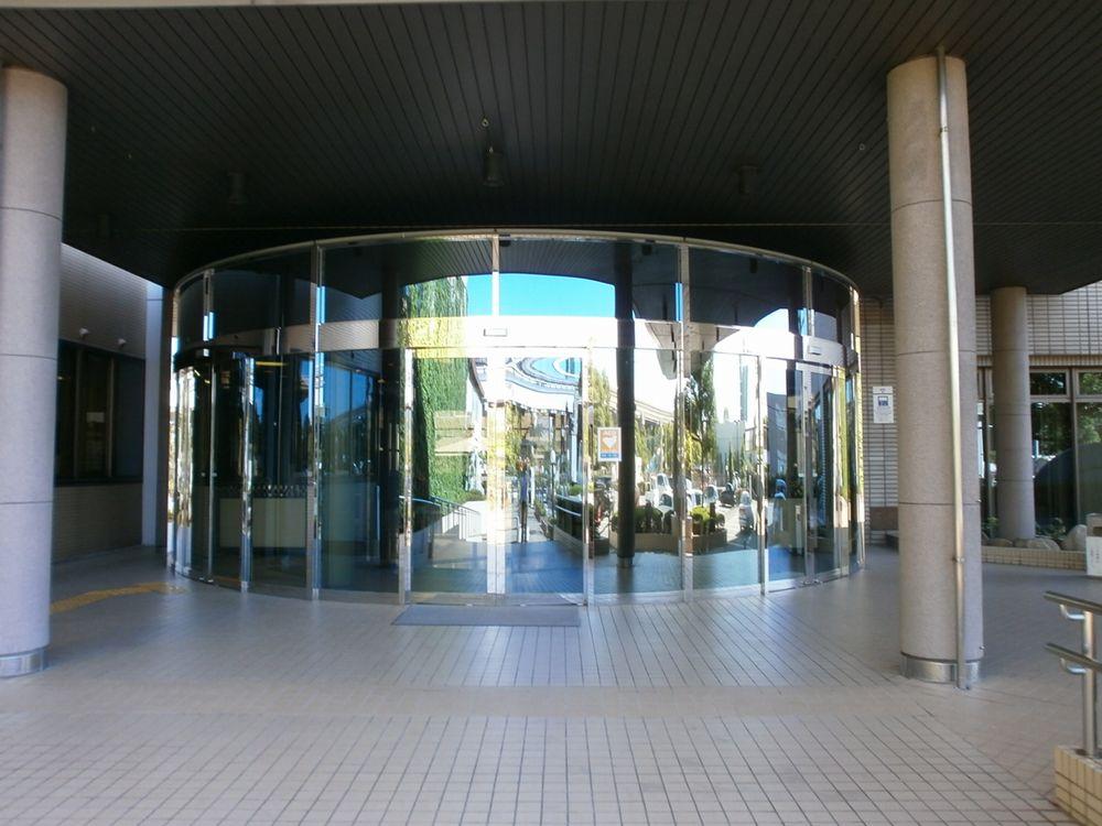 摂津市役所正面玄関の画像