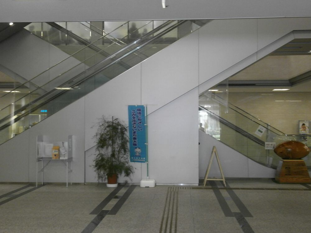 東大阪市の中央のエスカレーターの画像