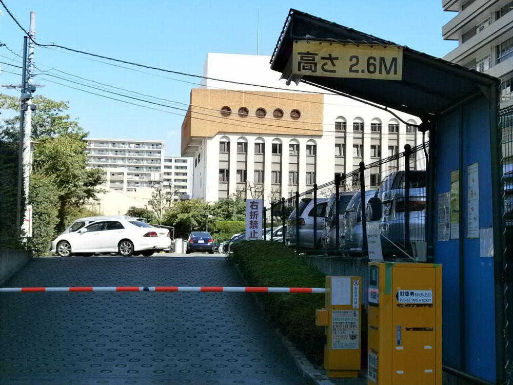 茨木市役所駐車場の画像