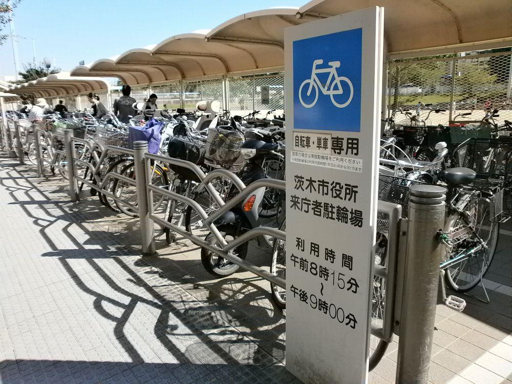 茨木市役所バイク、自転車の駐輪場の画像