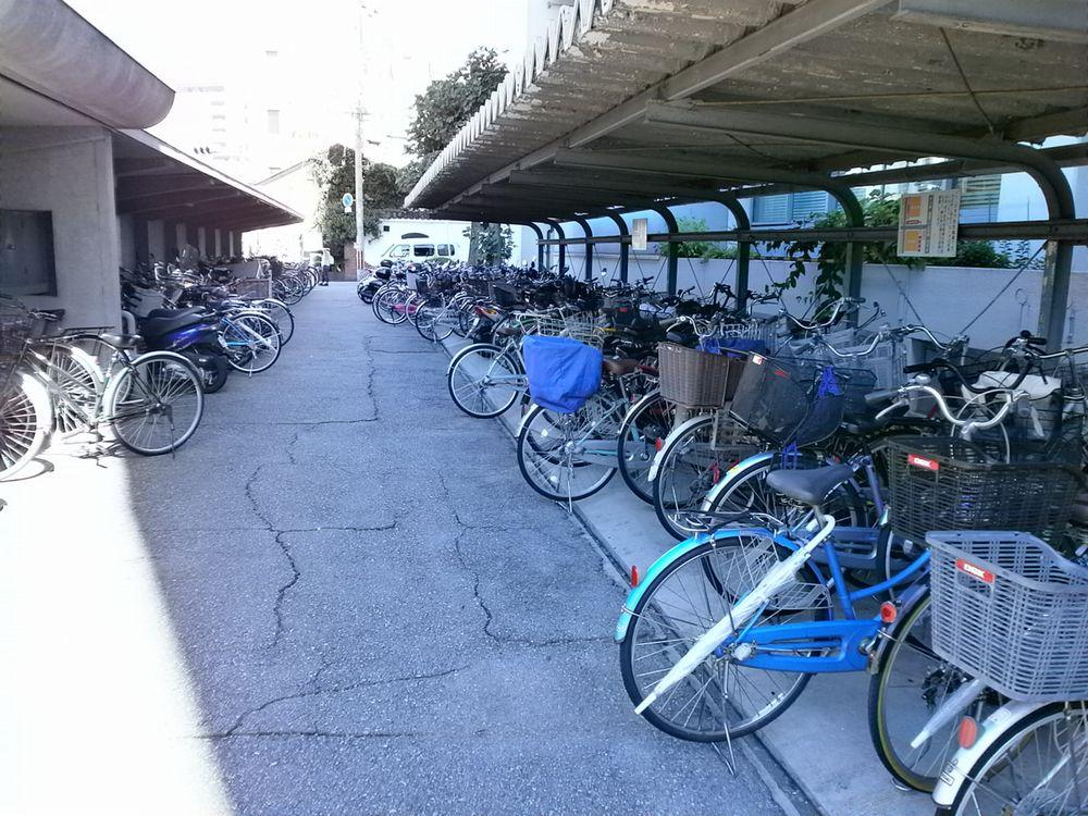 豊中市役所自転車の駐輪場の画像