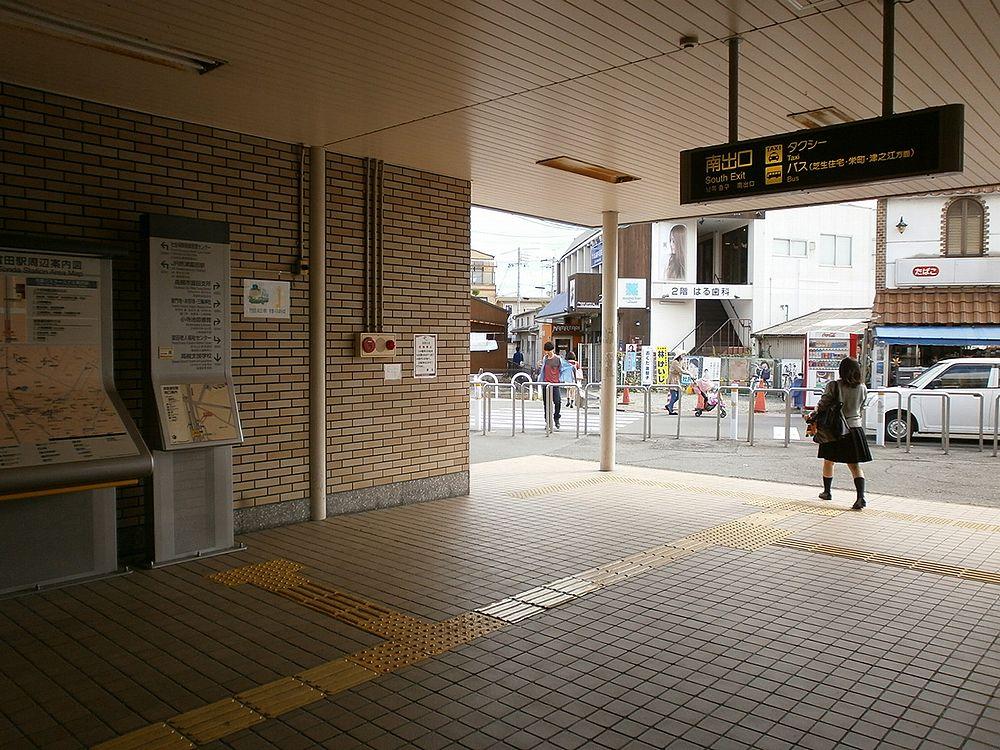 阪急電鉄富田駅南出口の画像