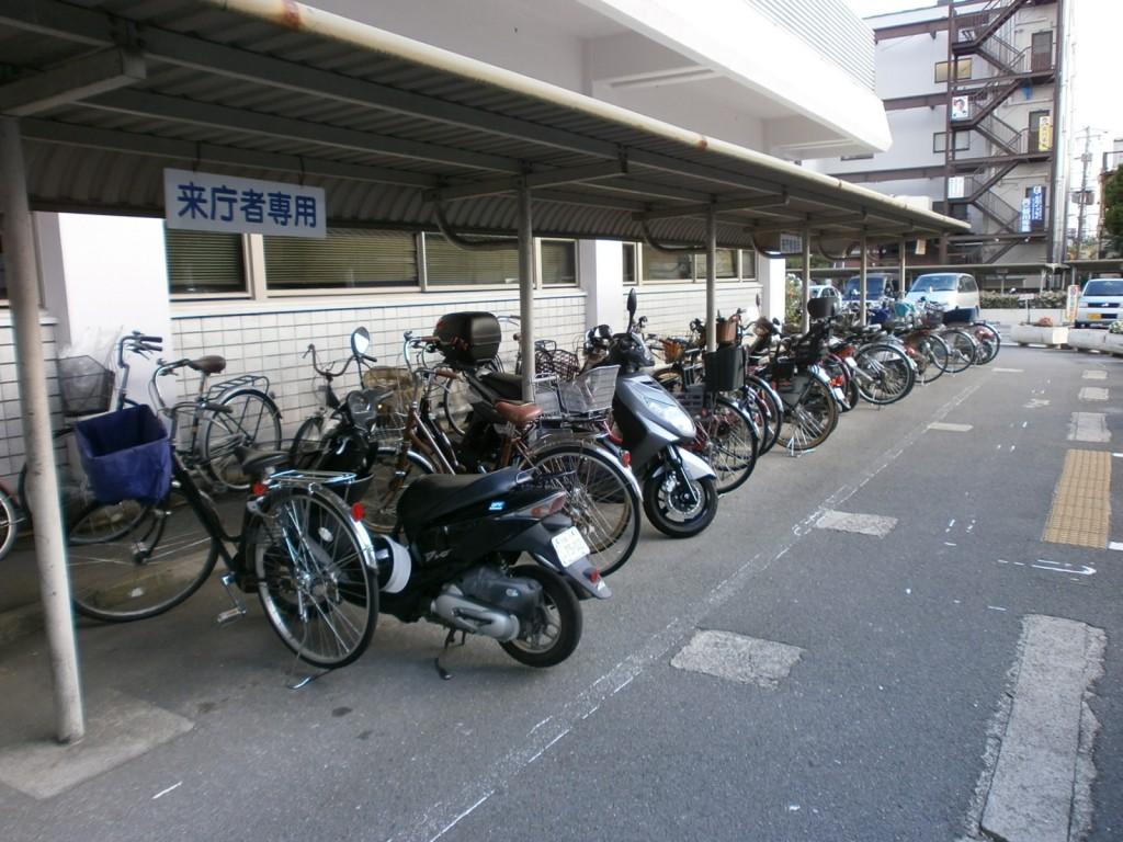 寝屋川市役所駐輪場の画像
