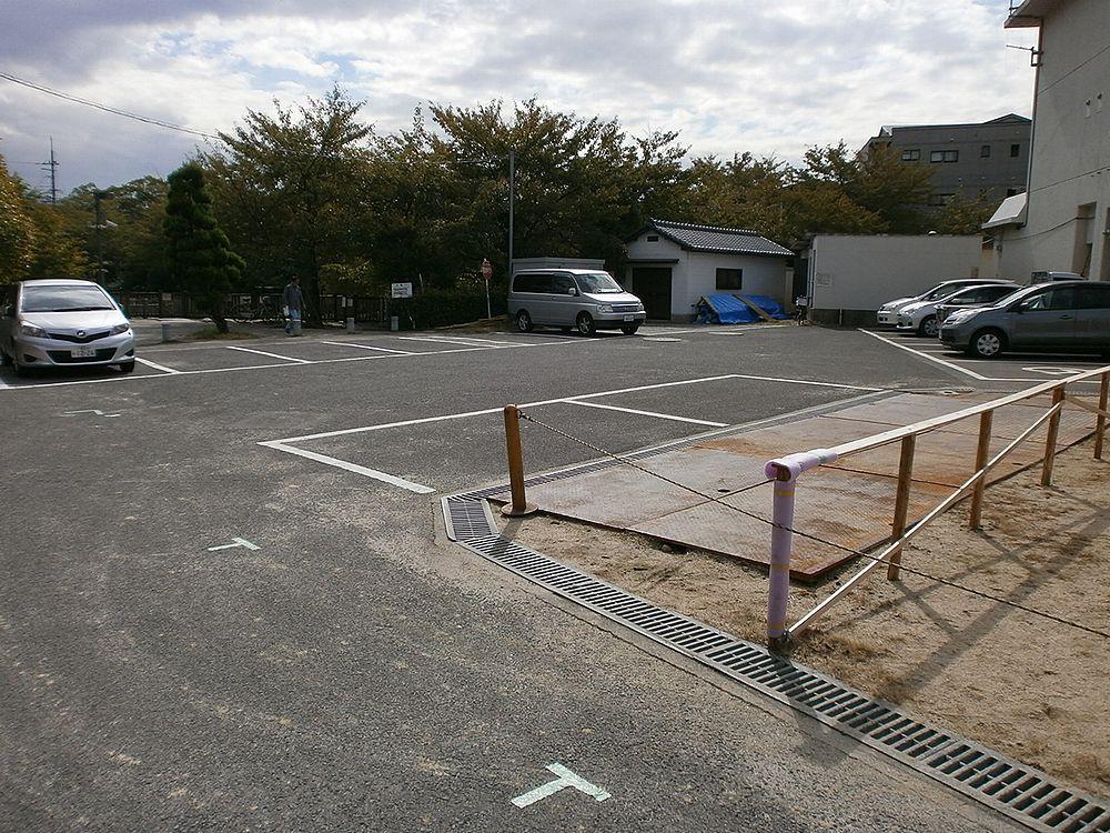 高槻市役所富田支所の駐車場の画像