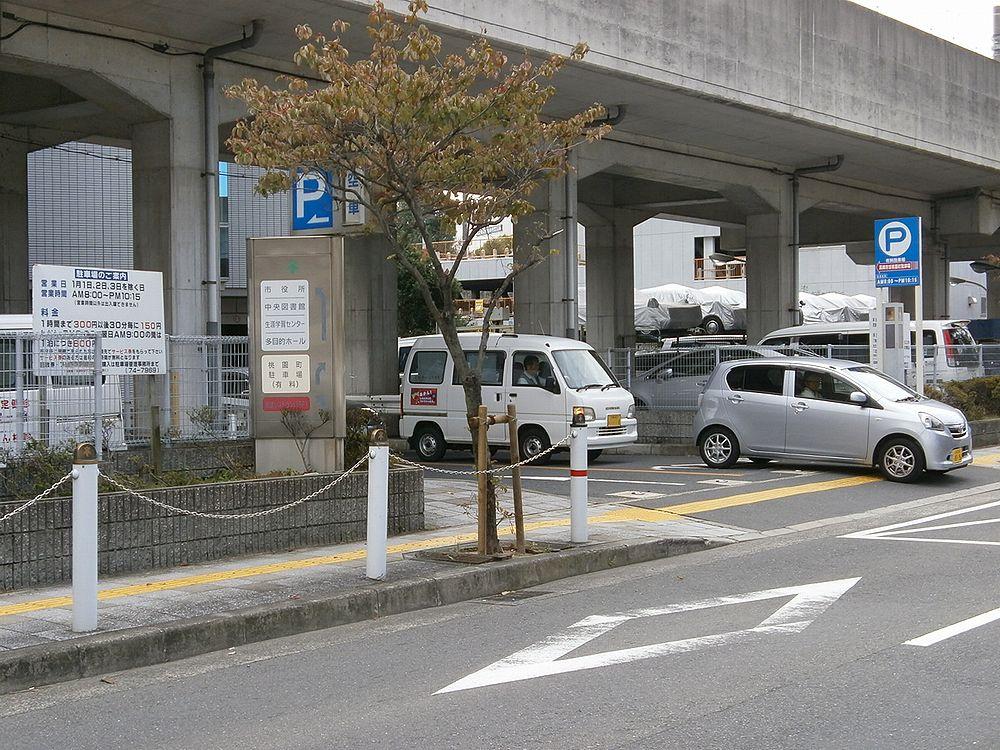 高槻市役所駐車場出入り口の画像