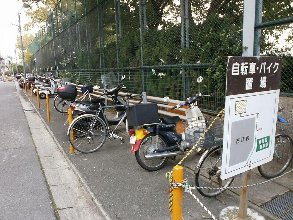 高槻市役所駐輪場の画像