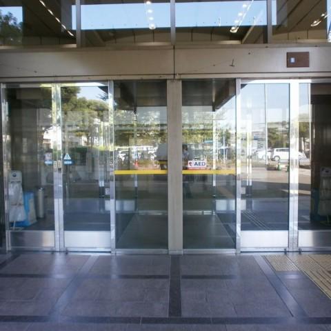 吹田市役所正面玄関