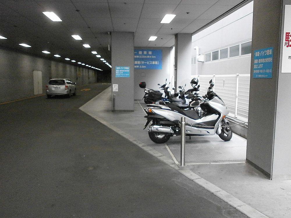 弁天町市税事務所バイクの駐輪場の画像