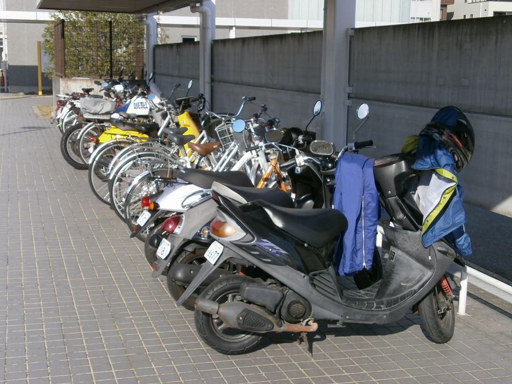京都運輸支局駐輪場の画像