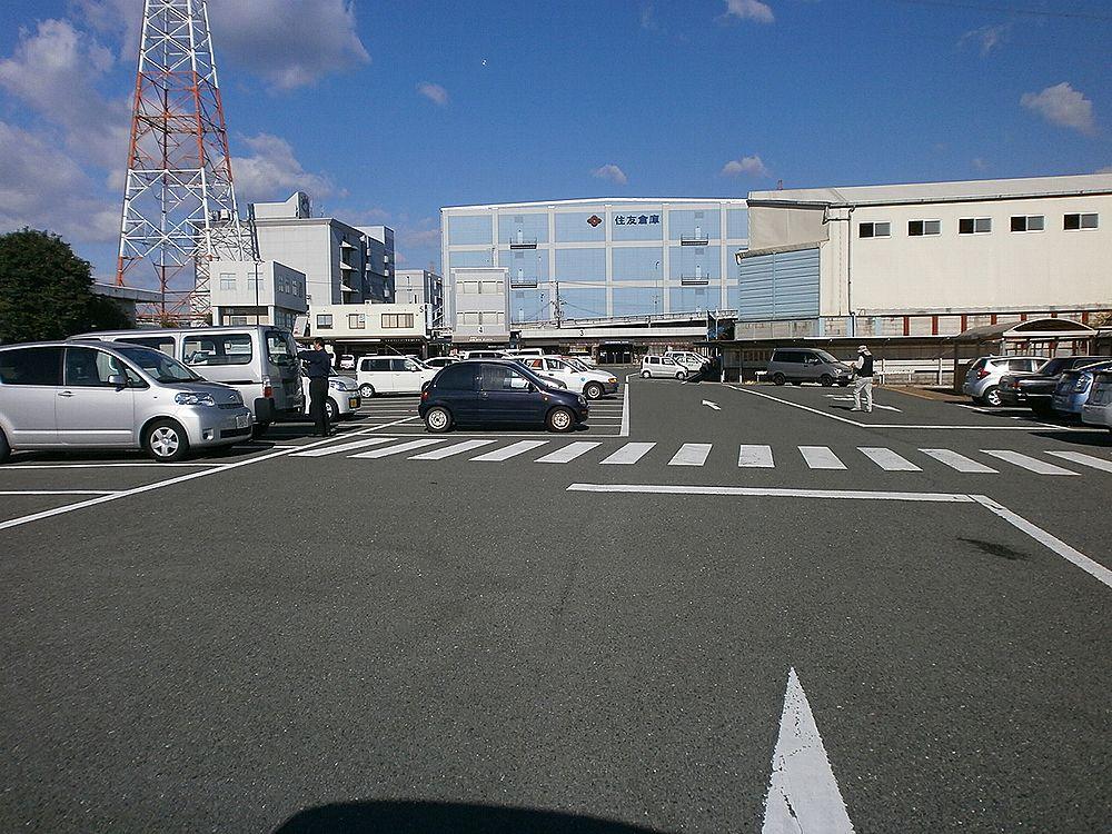 なにわ自動車検査登録事務所駐車場の画像