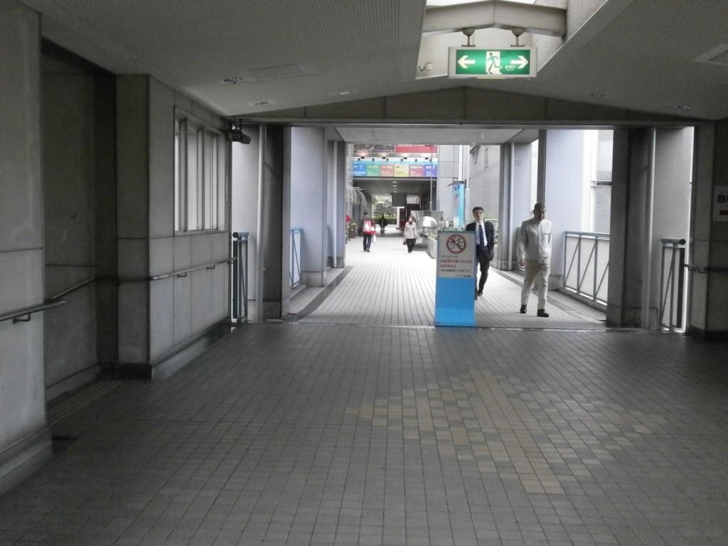 JR弁天町駅北口改札の画像