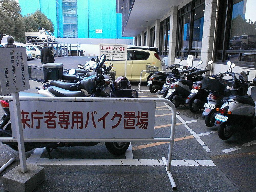 池田市役所バイク駐輪場