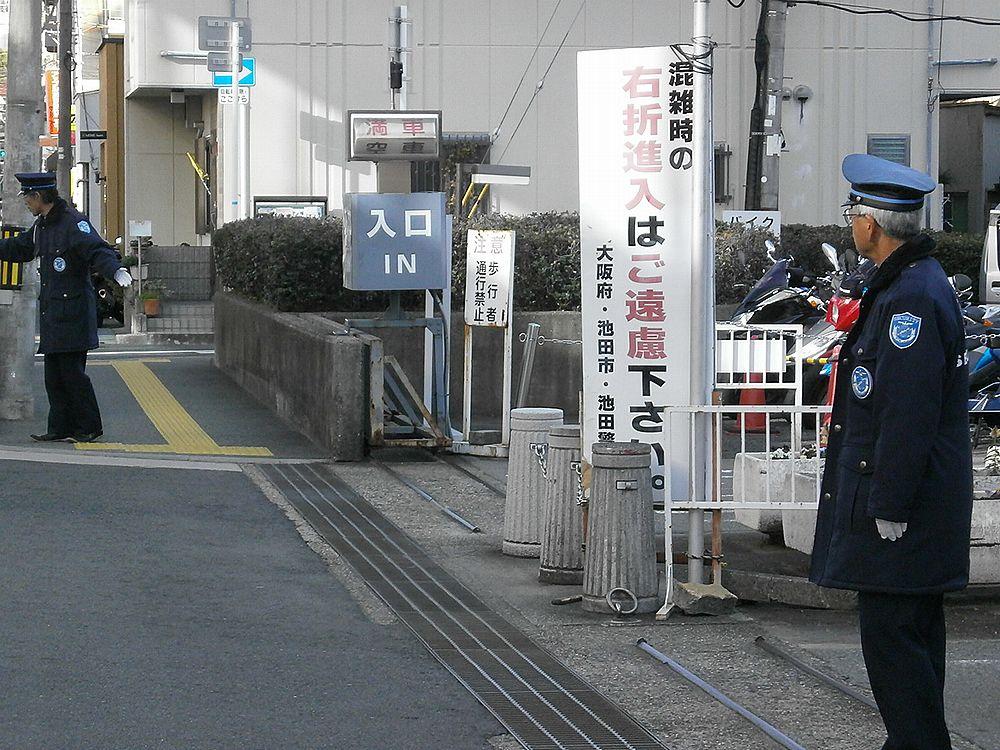 池田市役所駐車場右折入場禁止