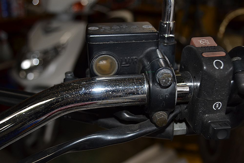 マスターシリンダーのブレーキ液量の点検