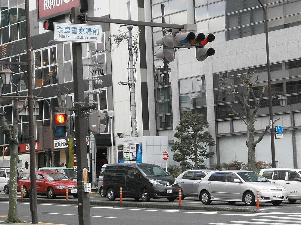 奈良警察署前交差点の画像