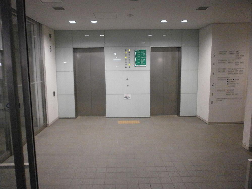 右京区役所地下駐車場エレベーター