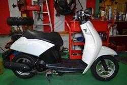 綺麗に修理された事故車のスクーター