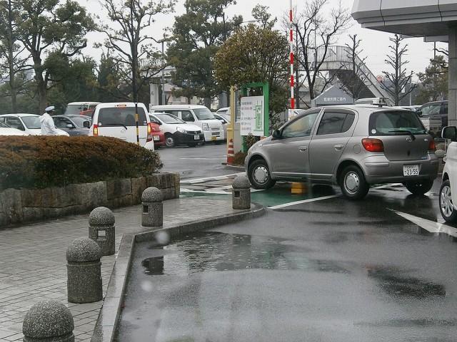 草津市役所駐車場