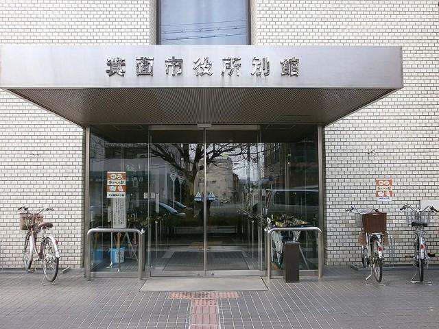 箕面市役所別館正面玄関