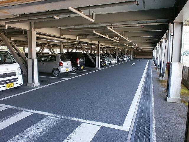 大津市役所駐車場内部