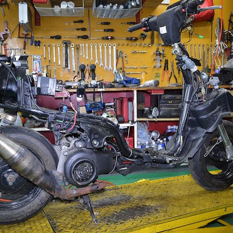 Remove Yamaha Super Jog ZR exterior