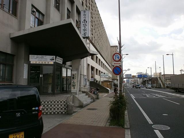京都南警察署横の南区役所駐車場入り口