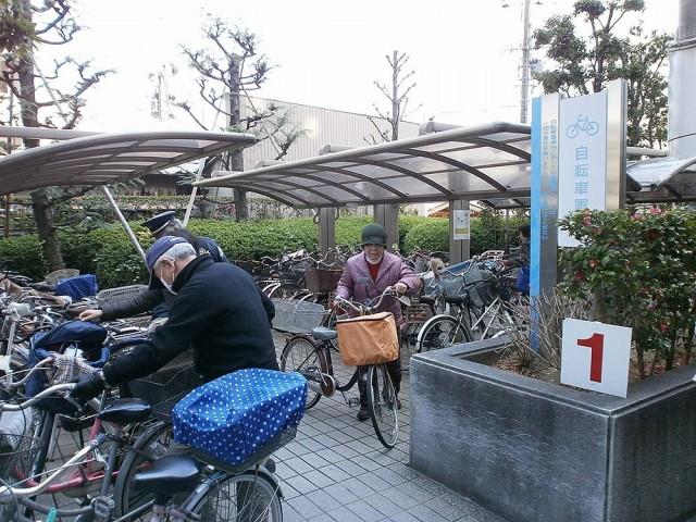 八尾市役所自転車置き場