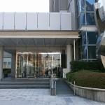 八尾市役所正面玄関