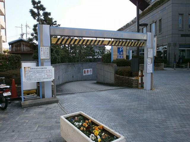 八尾市役所駐車場