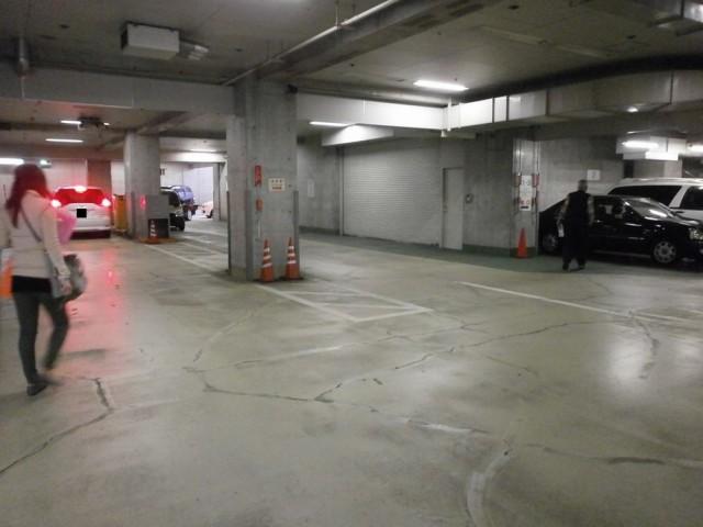 東灘区役所駐車場内部