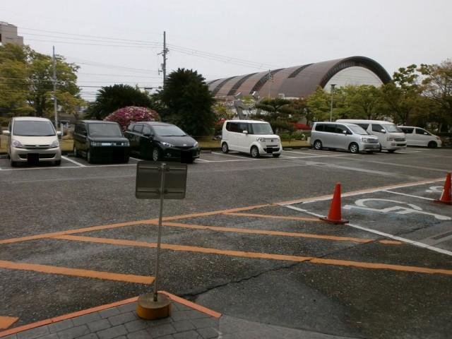 貝塚市役所駐車場