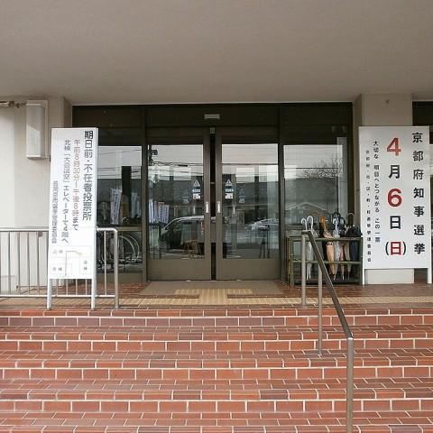 長岡京市役所本庁舎北棟正面玄関
