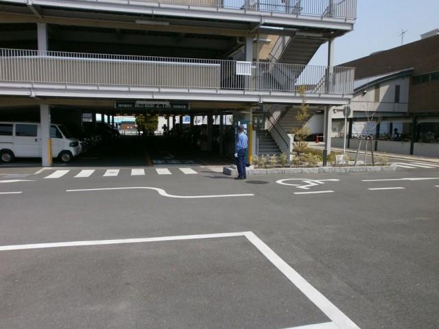 美原区役所本館駐車場