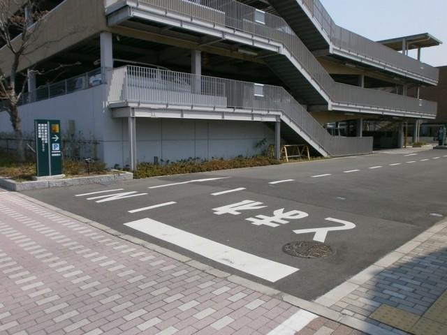 美原区役所本館駐車場入り口