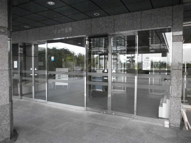 宇治市役所正面玄関