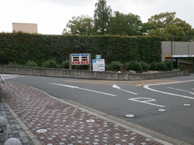 宇治市役所駐車場入り口