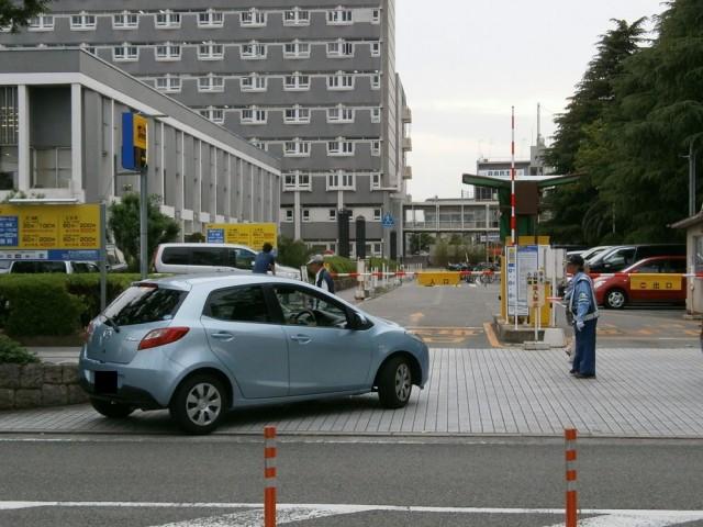 尼崎市役所駐車場入り口