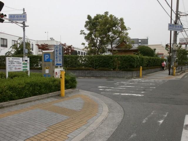 堺市西区役所 駐車場入り口