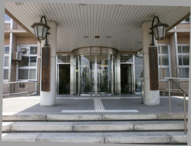 岸和田市役所正面玄関