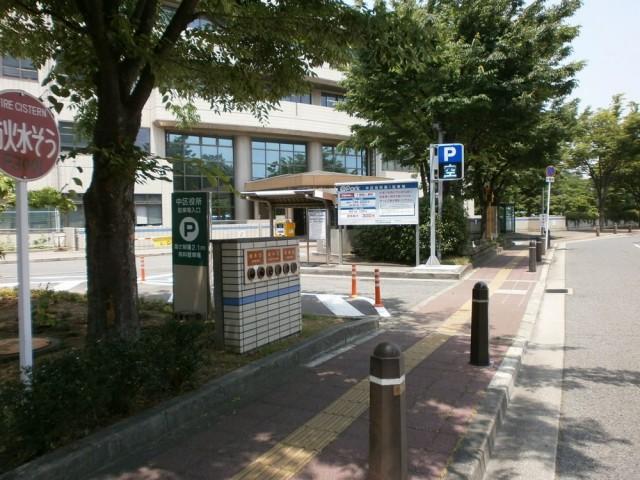 堺市中区役所駐車場入り口