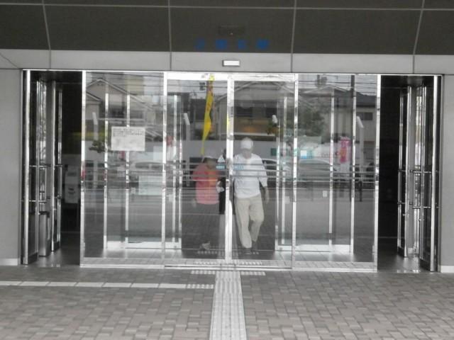 堺市西区役所正面玄関