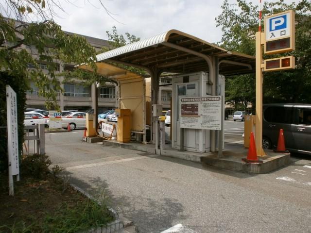 宝塚市役所 駐車場入り口