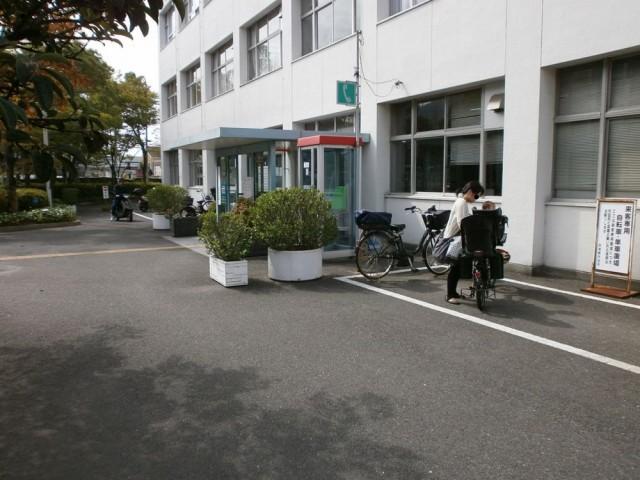 四條畷市役所バイク、自転車置き場