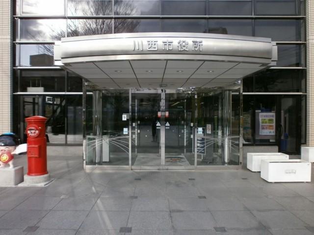 川西市役所 正面玄関
