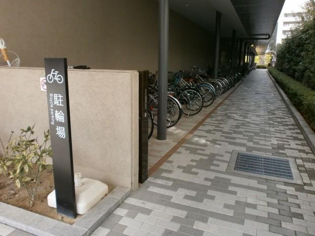左京区役所自転車置き場