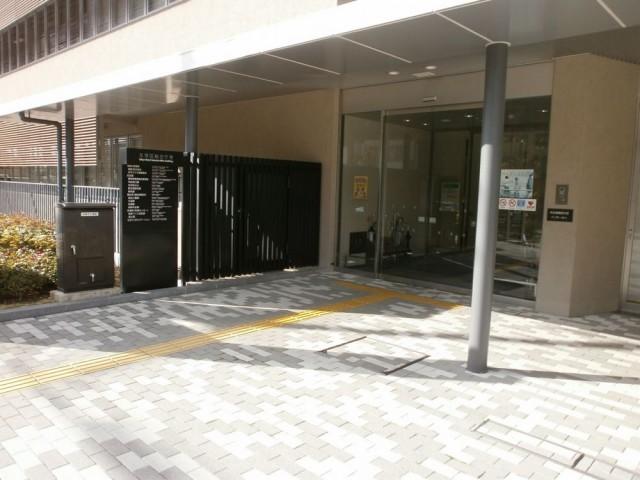 左京区役所 入り口玄関