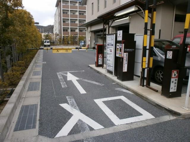 左京区役所駐車場入り口