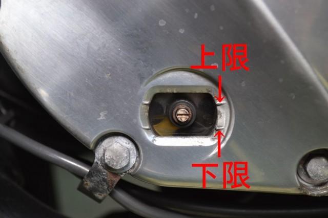 ホンダCB1100オイルレベルグラスでオイル量をチェックします